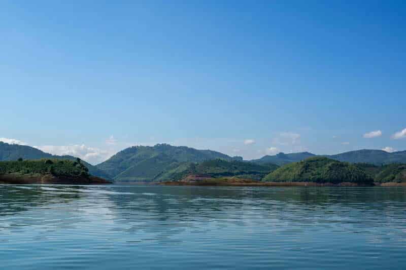 """Quang cảnh """"cực thích"""" trên mặt hồ Tà Đùng"""