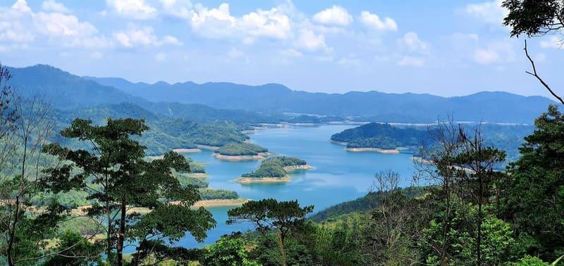 Hồ Tà Đùng được ví như Vịnh Hạ Long ở Tây Nguyên