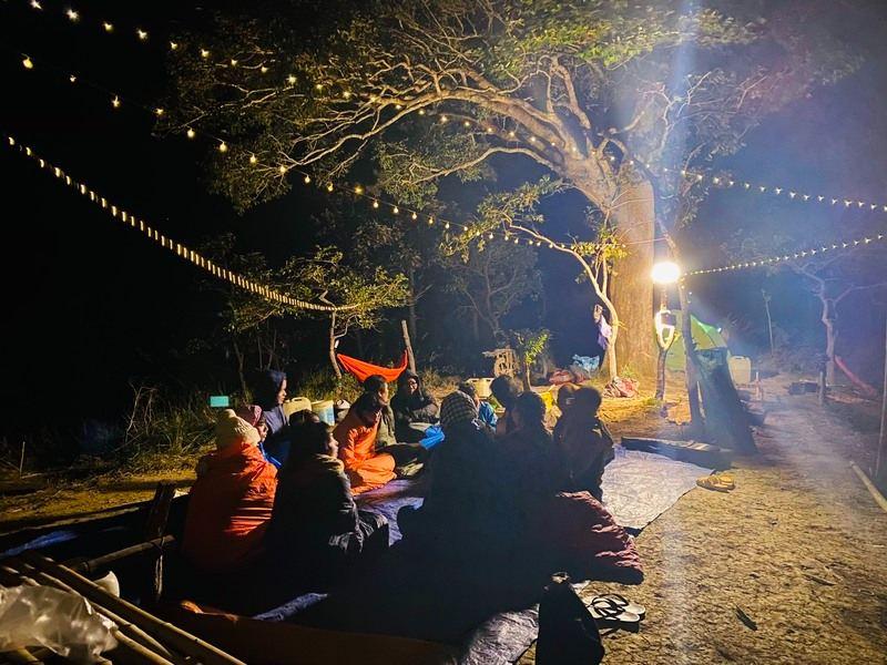 Cảnh đêm hạ trại