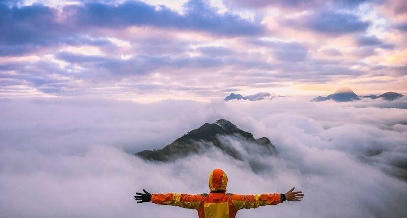 . Những cụm mây dày đặc quấn lấy như một thiên đường trong mơ đích thực.
