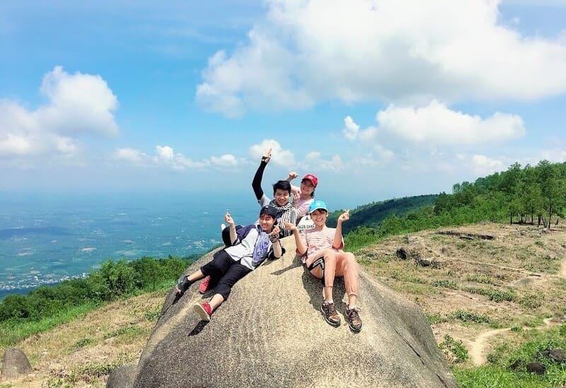 Tạm rời xa ồn ào nơi phố thị mà về với Núi Chứa Chan cũng xứng đáng đấy!