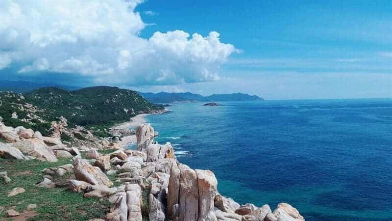 Cảnh sắc mới mẻ bởi những tảng đá lớn nhỏ xếp chồng lên nhau