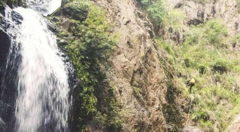 Dòng thác thẳng đứng chảy mạnh tại Thác Lao Phào