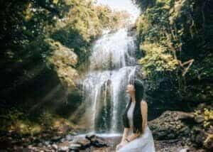 Thác Lưu Ly được ví như một cô gái đẹp của vùng rừng núi Đắk Nông